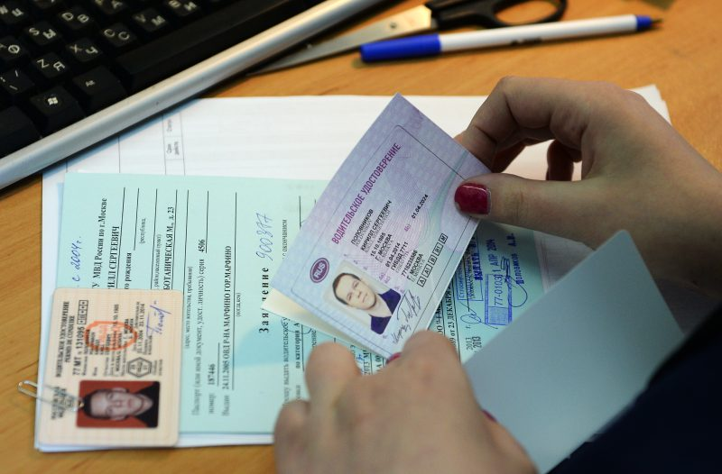 Самая распространенная причина замены удостоверения водителя – это истечение срока его действия.