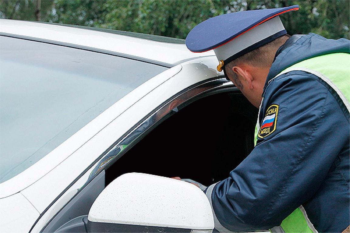 Не вписан в страховку: какое наказание, штраф если не вписан в полис ОСАГО, но хозяин авто сидит рядом, если при этом попал в ДТП, кто будет возмещать пострадавшему